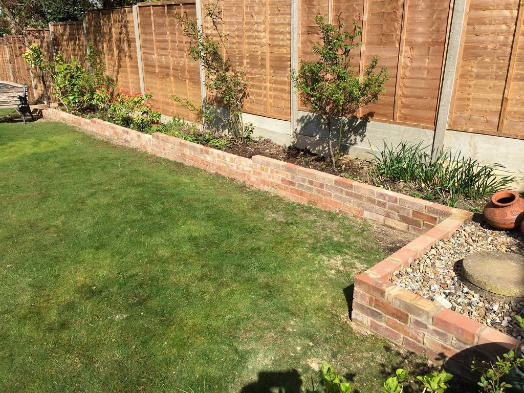 Brick border garden edging ideas for Brick flower garden designs